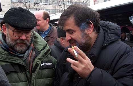 Справа с сигаретой - доктор Анатолий Волков. Это тот самый, который нагружает аквариумистов диетой для похудения.